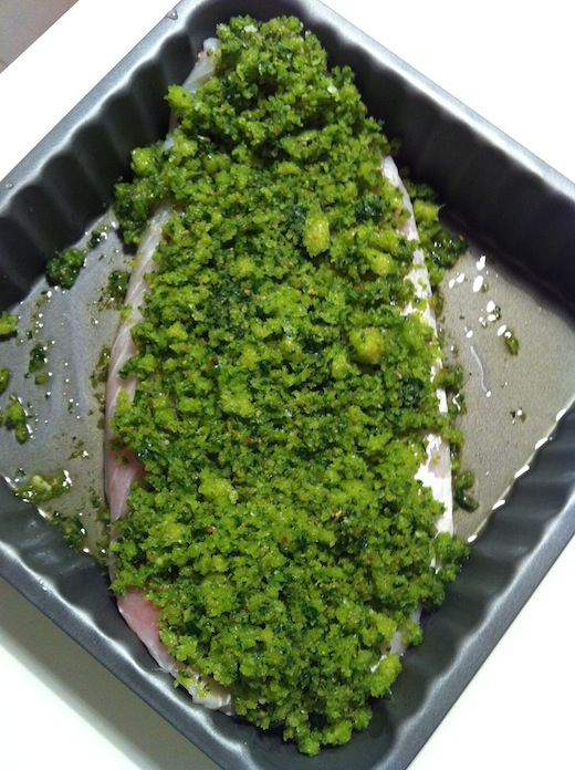 Filetto di persico in crosta verde - ricoprire il filetto con la panatura